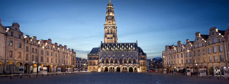 Place des Héros au centre ville de Arras de nuit