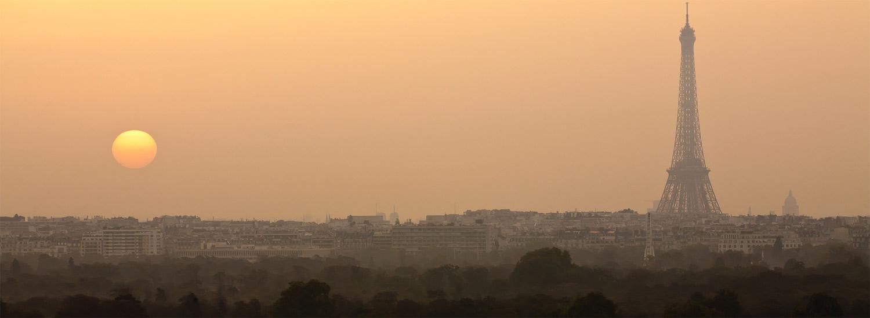Vue sur Paris et sur le Bois de Boulogne au petit matin