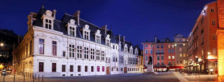 Centre ville de Grenoble - Place du Tribunal de nuit