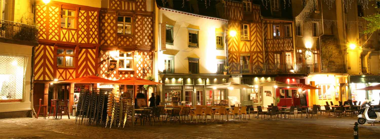 La Place Sainte-Anne de nuit