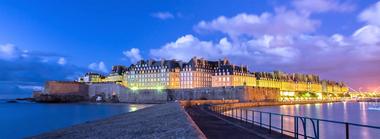 Les remparts de Saint-Malo la nuit