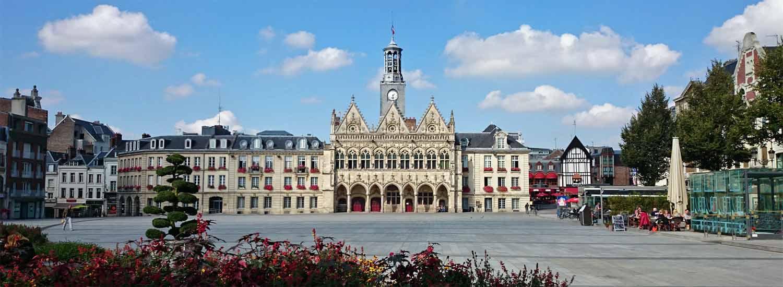 La grande  place centrale de Saint-Quentin