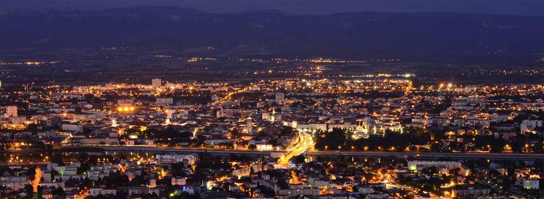 Vue aérienne du centre ville de Valence de nuit
